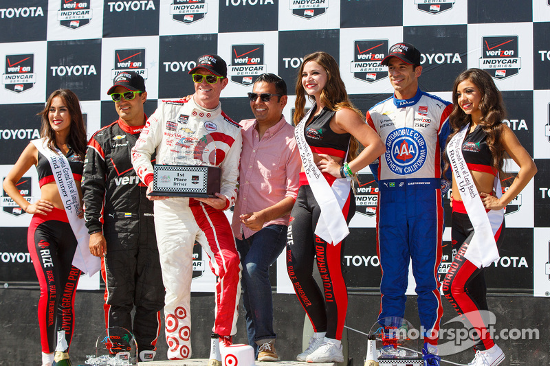 Podium: Race winner Scott Dixon, Chip Ganassi Racing Chevrolet, second place Helio Castroneves, Team Penske Chevrolet and third place Juan Pablo Montoya, Team Penske Chevrolet