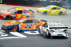 Brad Keselowski, Team Penske Ford dan Joey Logano, Team Penske Ford crash