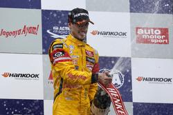 Pemenang balapan, Antonio Giovinazzi, Jagonya Ayam bersama  Carlin Dallara F312 Volkswagen