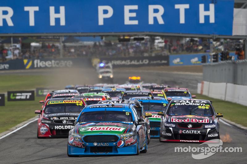 Start: Mark Winterbottom, Prodrive Racing Australia, Ford, in Führung