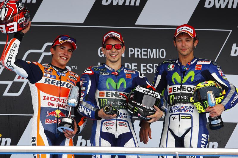 Podium 2015: Pemenang balapan, Jorge Lorenzo, peringkat kedua, Marc Marquez, dan peringkat ketiga, Valentino Rossi