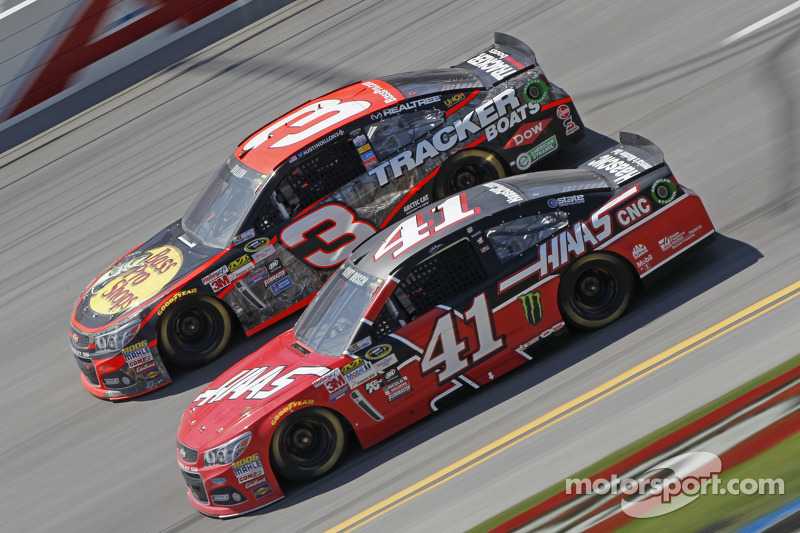 Austin Dillon, Richard Childress Racing, Chevrolet, und Kurt Busch, Stewart-Haas Racing, Chevrolet