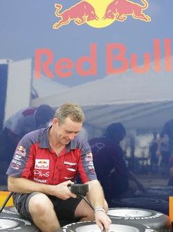 Arden engineer checks tyres