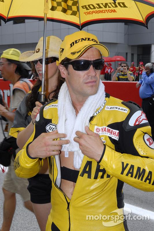 Carlos Checa sur la grille de départ