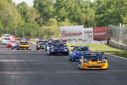 Lou Gigliotti leads the field on pace lap
