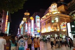 Центр Шанхая вечером