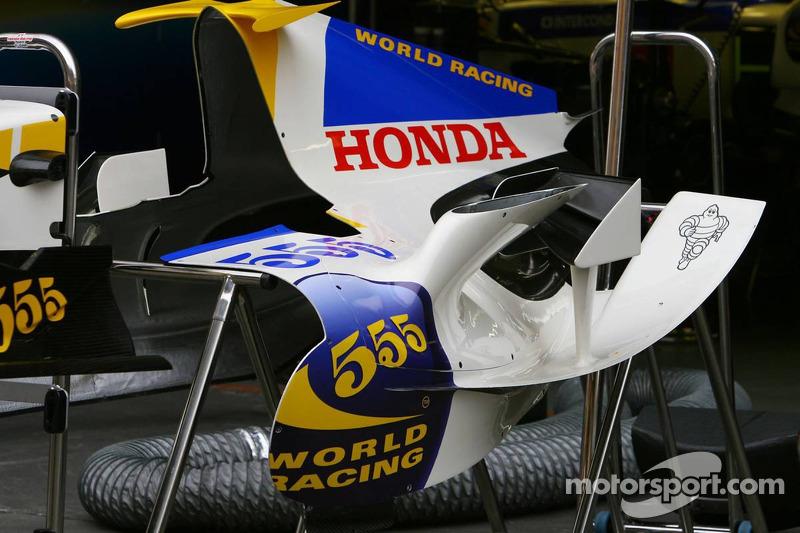 Tapa de motor de Honda Racing F1 Team RA106