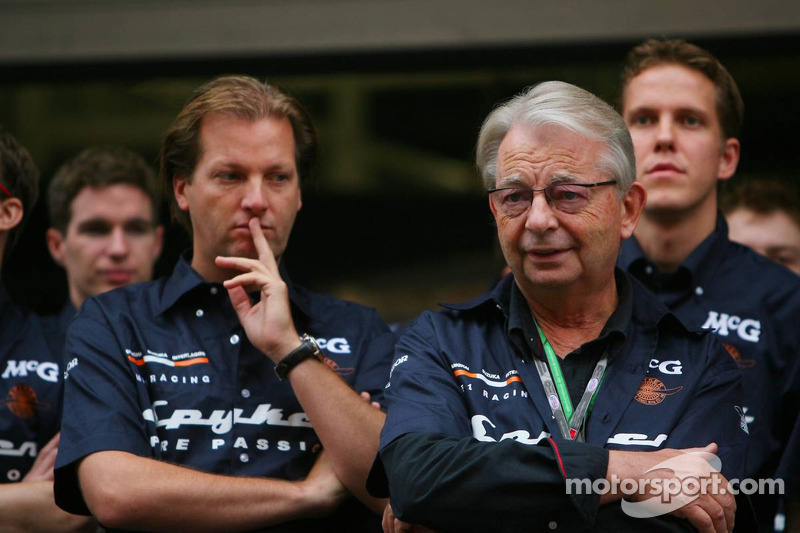 Sesión de fotos: Michiel Mol, futuro Director de Formula One Racing, y Fred Mulder, Spyker MF1 Racing