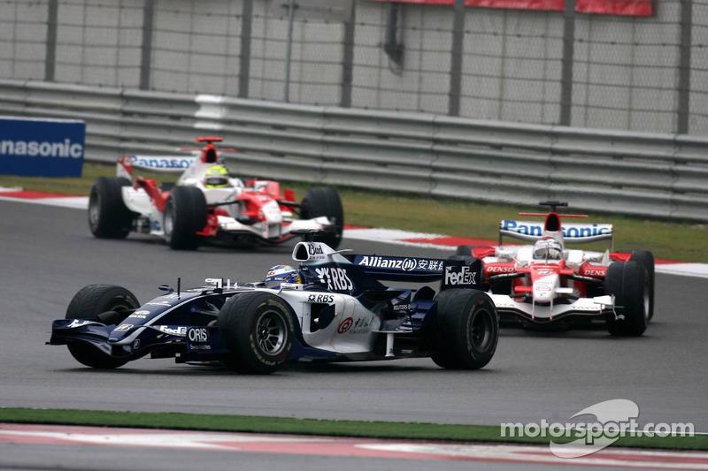 Nico Rosberg lidera a Jarno Trulli