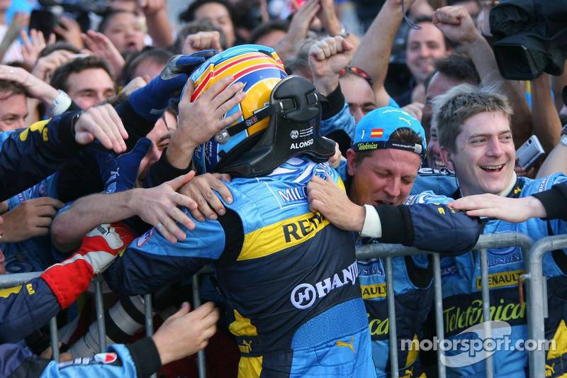 Ganador de la carrera Fernando Alonso celebra