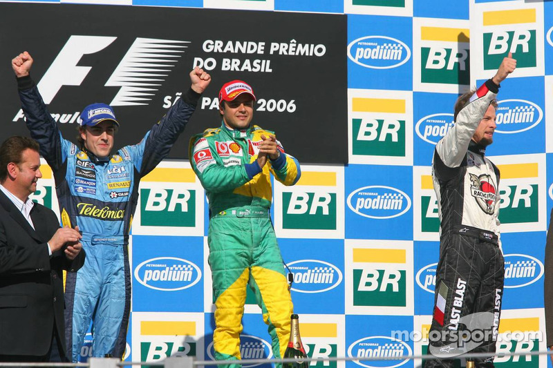 Подіум: переможець гонки Феліпе Масса з чемпіон світу 2006 року Фернандо Алонсо і Дженсон Баттон