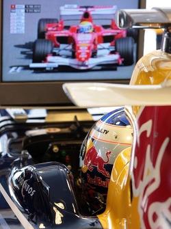 Robert Doornbos looks at Felipe Massa on the monitor