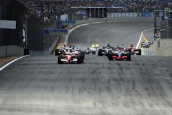 Start: Felipe Massa takes the lead in front of Kimi Raikkonen