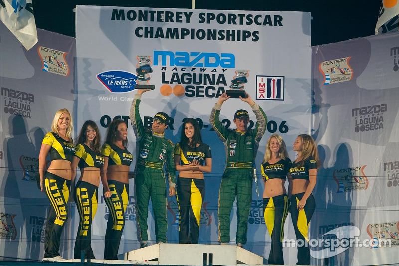 Podium avec les demoiselles Pirelli pour la GT1