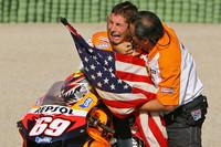 2006 MotoGP Wereldkampioen Nicky Hayden viert zijn wereldkampioenschap