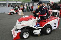 Journée des RP, Mountfield Cup on Tractors : Oliver Jarvis