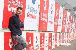 Oliver Jarvis dans la zone sponsorisée par Greatwall of China