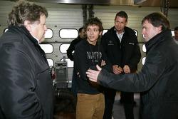 Valentino Rossi mit Mercedes-Sportchef Norbert Haug