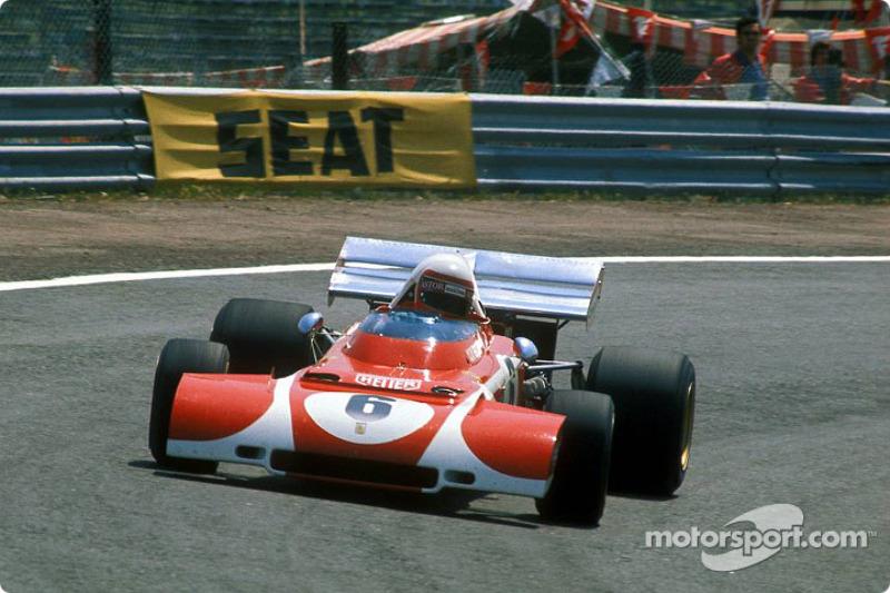 Clay Regazzoni utilise un aileron avant spécial sur sa Ferrari
