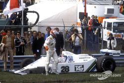 Clay Regazzoni después de su accidente en el inicio