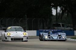 #85 Farnbacher Loles Motorsports Porsche 911 GT3 RSR: Dirk Werner, Christian Zugel, #15 Lowe's Fernandez Racing Lola B05/40 Acura: Luis Diaz