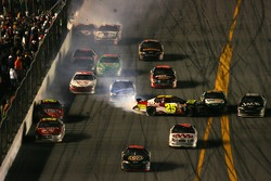 Last lap crash: Casey Mears collide with Sterling Marlin and Clint Bowyer