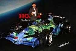 Nick Fry mit dem neuen Honda F1 Racing RA107