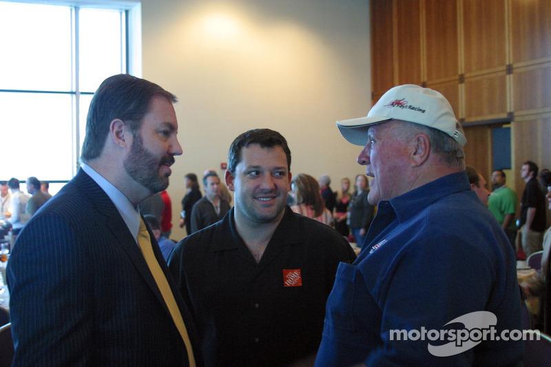 Eddie Gossage, Tony Stewart et A.J. Foyt Jr visite le Motor Speedway avant la journée des médias