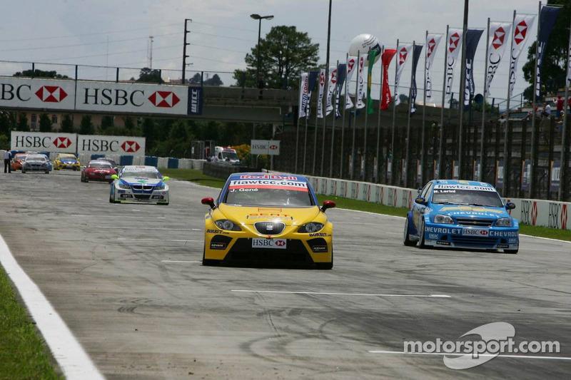 Jordi Gene, SEAT Sport, SEAT Leon et Nicola Larini, Team Chevrolet, Chevrolet Lacetti