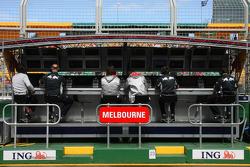 Red Bull Racing, Pit Gantry