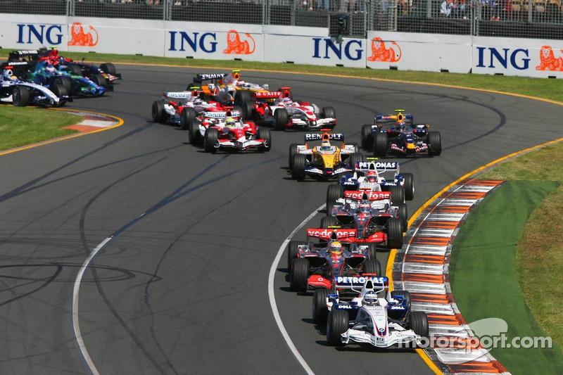 Nick Heidfeld, BMW Sauber F1 Team, F1.07, Lewis Hamilton, McLaren Mercedes, MP4-22, Fernando Alonso, McLaren Mercedes, MP4-22
