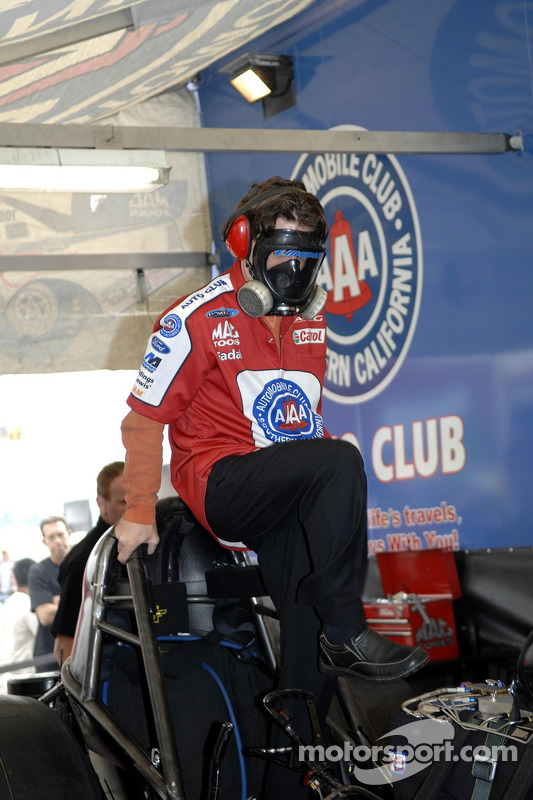 Eric Medlen helps prepare his Funny Car