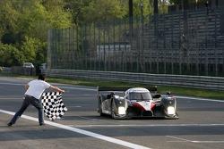 #7 Peugeot Total Peugeot 908 HDI FAP: Marc Gene, Nicolas Minassian takes the checkered flag