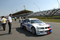 Dr Mario Theissen (BMW Motorsport Director) looks at Olaf Manthey in the M3 GTR
