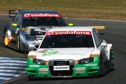 Адам Кэррол, TME, Audi A4 DTM, едет впереди Бернда Шнайдера, Team HWA AMG Mercedes, AMG Mercedes C-Klasse