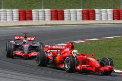 Фелипе Масса, Scuderia Ferrari, F2007 и Фернандо Алонсо, McLaren Mercedes, MP4-22