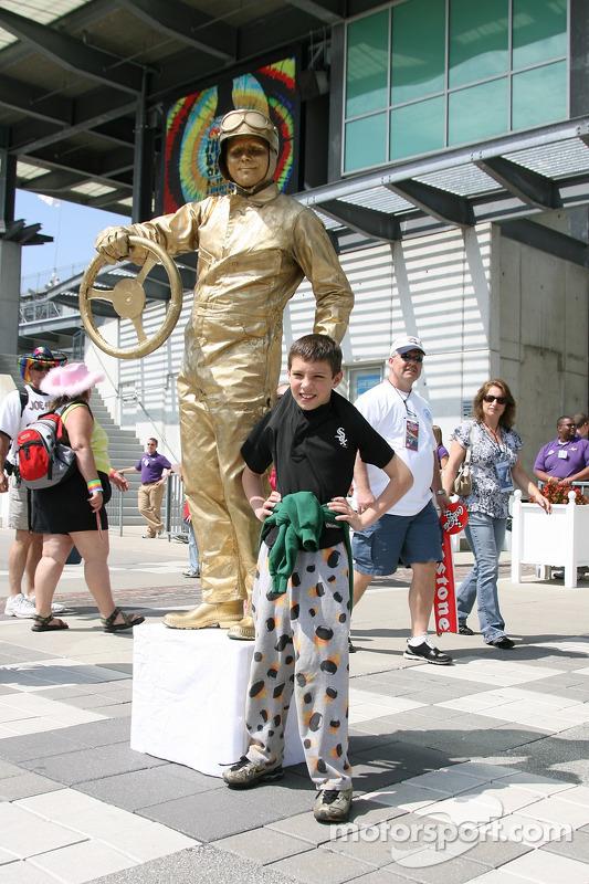 Human statues entertain the fans