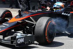 Fernando Alonso, McLaren MP4-30 abandonne