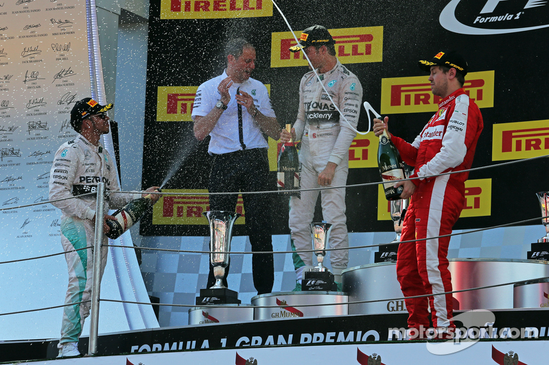 Podium: Lewis Hamilton, Mercedes AMG F1, second; Tony Ross, Mercedes AMG F1 Race Engineer; Nico Rosb