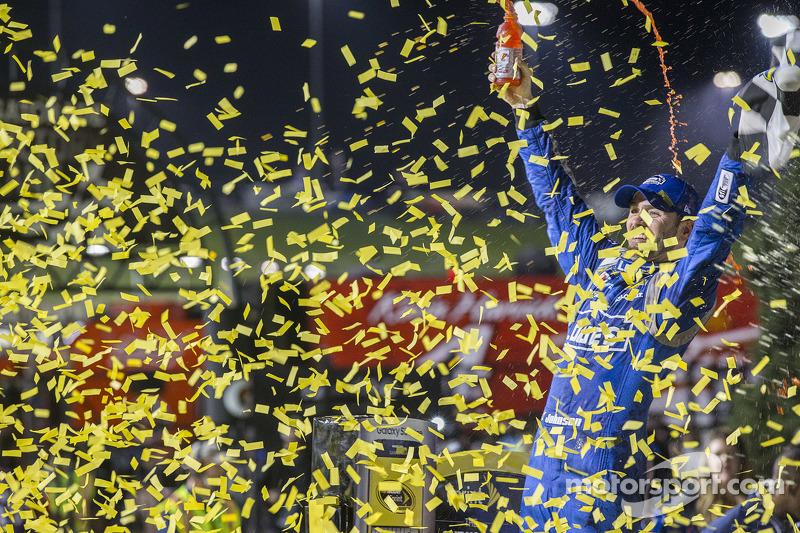 1. Jimmie Johnson, Hendrick Motorsports, Chevrolet, feiert
