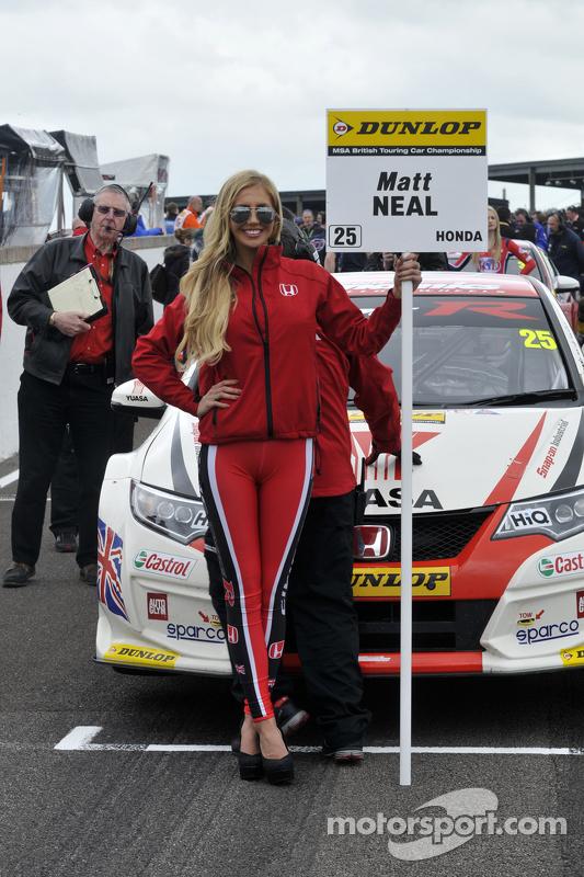 Honda Yuasa Racing, Gridgirl