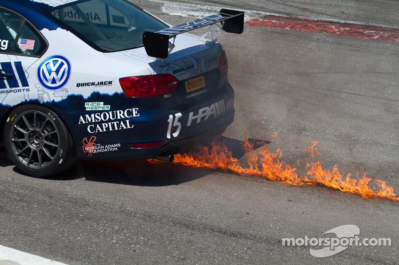 #15 HPA Motorsports, Volkswagen Jetta GL1: Jeff Altenburg in Schwierigkeiten