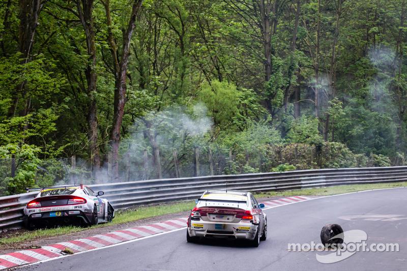 Conseguenze dell'incidente della #50 Aston Martin Test Centre Aston Martin GT12: Chris Harris, Shinichi Katsura, Kazunori Yamauchi, Andreas Gülden