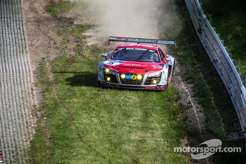 #15 Audi Race Experience Audi R8 LMS ultra: Alex Yoong, Frankie Cheng, Marchy Lee, Shaun Thong gaat van de baan