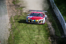 #15 Audi Race Experience Audi R8 LMS ultra: Alex Yoong, Frankie Cheng, Marchy Lee, Shaun Thong goes off-track