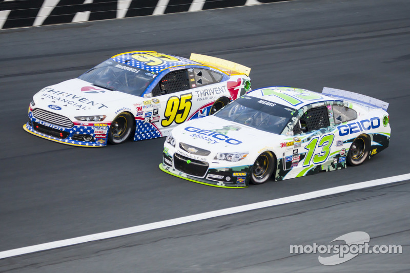 Michael McDowell, Leavine Family Racing, Ford, und Casey Mears, Germain Racing, Chevrolet