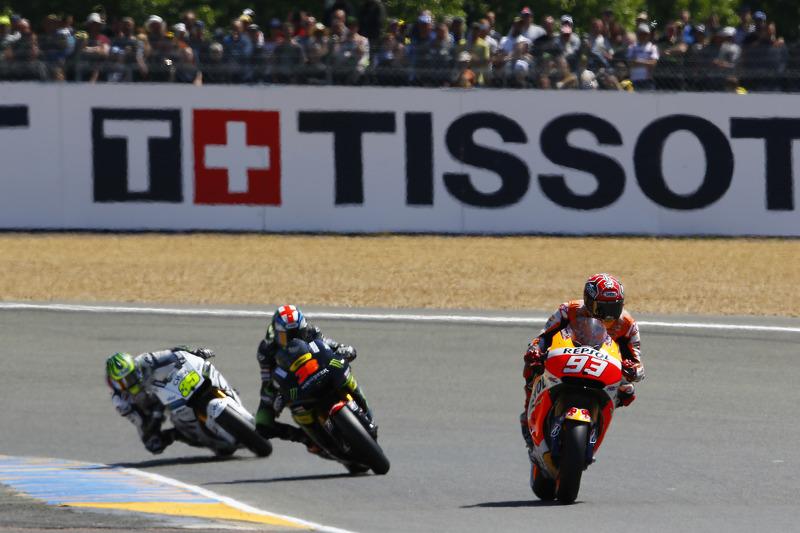 Марк Маркес, Repsol Honda Team та Бредлі Сміт, Tech 3 Yamaha та Кел  Крачлоу, Team LCR Honda