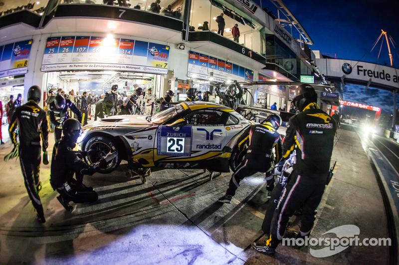 Pit stop untuk  #25 Marc VDS Racing BMW Z4 GT3: Maxime Martin, Lucas Luhr, Markus Palttala, Richard Westbrook