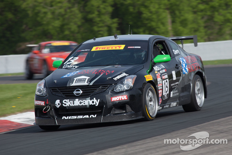 #13 Skullcandy Team Nissan Altima: Jason Cherry