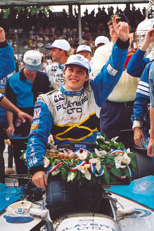 Juara balapan Jacques Villeneuve merayakans